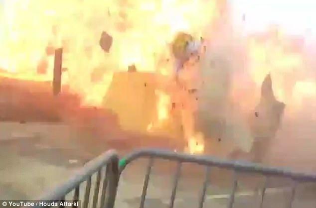 Một cuộc điều tra đã được mở ra để tìm hiểu nguyên nhân vụ nổ. Tuy nhiên, theo bà Nathalie Crespin - đại diện của sở cứu hỏa Paris, vụ việc xảy ra có thể do nhiên liệu sử dụng để tẩm hình nộm trong khâu chuẩn bị trước lễ hội đã diễn ra không đúng quy trình. (Nguồn: Youtube)