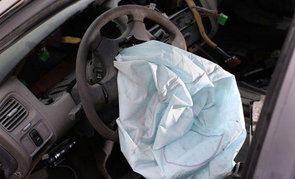 Túi khí Takata vẫn đang gây khó cho nhiều hãng xe hơi - 1