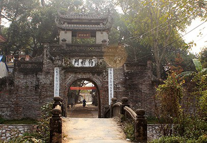 Cổng làng Ước Lễ, nơi các bút tích xưa còn lưu lại, hiện những người trẻ theo nghề ở làng chỉ đếm trên đầu ngón tay.