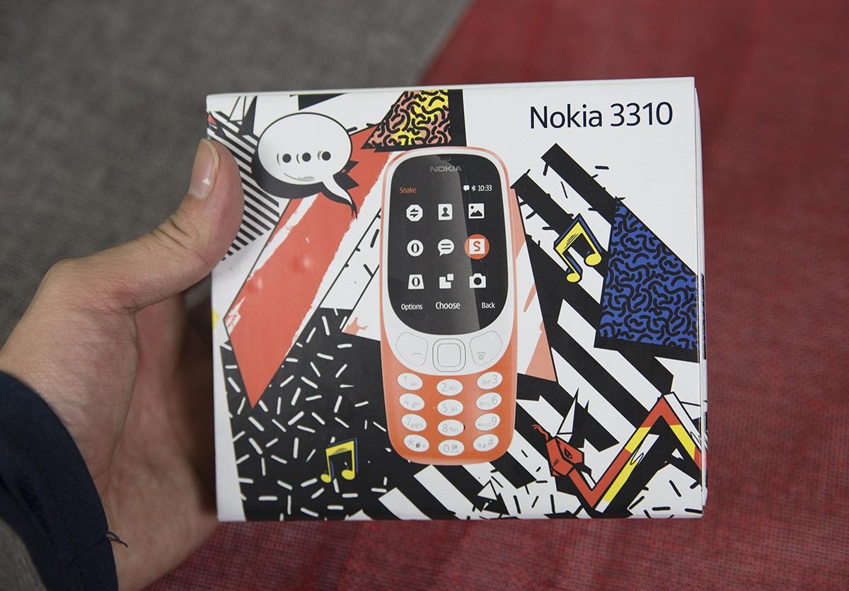"""Đập hộp """"cục gạch hồi sinh"""" Nokia 3310 chính hãng tại Việt Nam - 1"""