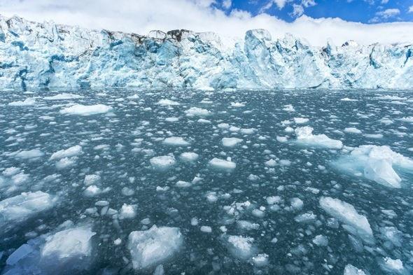 Hiện tượng nóng lên toàn cầu đang làm tan băng ở các cực.