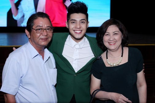 Sau 6 năm đi hát, Noo Phước Thịnh đã mua được món quà đặc biệt là căn hộ trị giá vào khoảng 22 tỷ đồng để dành tặng bố mẹ.