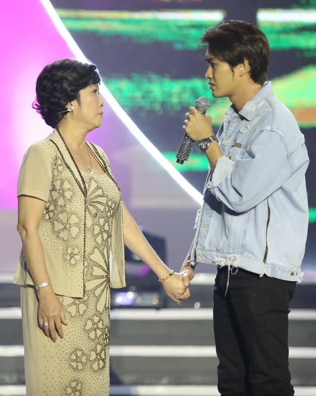 Nghệ sĩ Kim Phương và con trai
