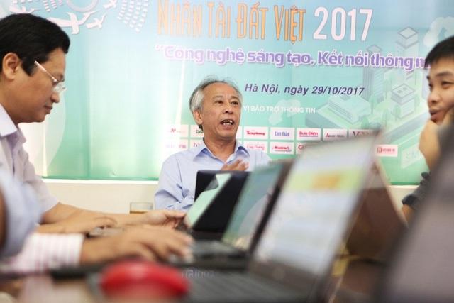 Không chỉ những nhân vật lão làng trong lĩnh vực CNTT tham gia chấm thi như ông Nguyễn Long - Tổng Thư ký Hội tin học Việt Nam.