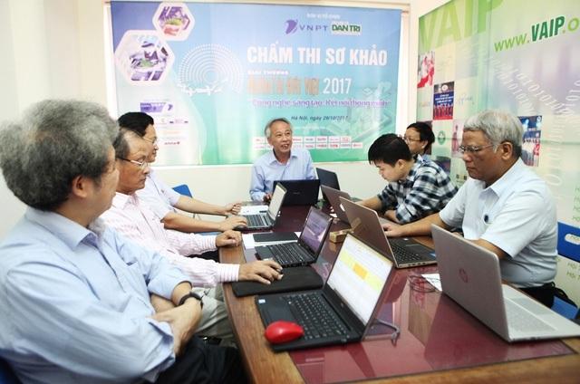 Một trong những điểm làm cho Giải thưởng Nhân tài Đất Việt luôn uy tin và được dư luận xã hội đánh giá cao đó là Hội đồng chấm thi làm việc hoàn toàn độc lập với Ban tổ chức Giải thưởng. Các thành viên chấm thi đều là các chuyên gia đầu ngành trong lĩnh vực CNTT.