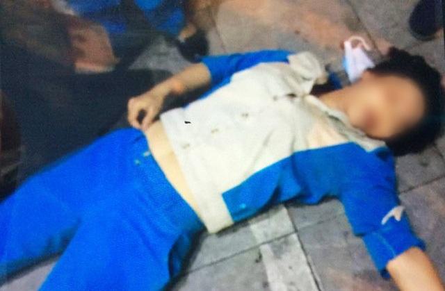 Chị Thanh bị đánh ngất xỉu trên phố Nguyễn Hữu Huân.