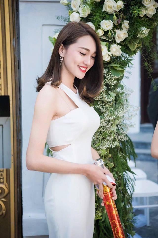 """Nữ PG xinh hơn cả dàn hoa khôi gây """"sốt"""" trên mạng - 5"""