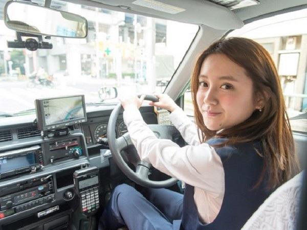 Ikuta Kana được mệnh danh là tài xế taxi xinh đẹp nhất Nhật Bản