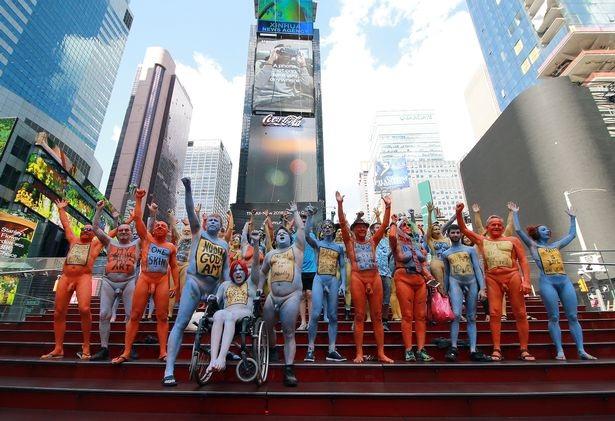 Du khách ngỡ ngàng chiêm ngưỡng hàng trăm người khỏa thân ở quảng trường Thời Đại - New York - 1