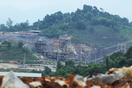 Núi Pháo với hàng loạt vi phạm về môi trường.