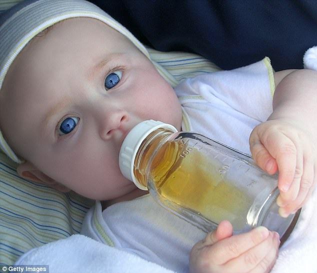 Cảnh báo mới nhất: Không nên cho trẻ dưới 1 tuổi uống nước quả! - 1
