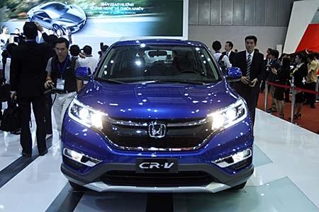 Honda Việt Nam đang dọn đường cho mẫu CR-V chuẩn bị ra mắt bằng việc xả hàng các phiên bản cũ. Và giá xe CR-V hiện có mức giảm chưa từng có trong lịch sử HVN.
