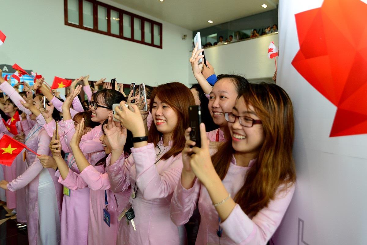 Sinh viên ĐH Tôn Đức Thắng hào hứng với vị khách đặc biệt