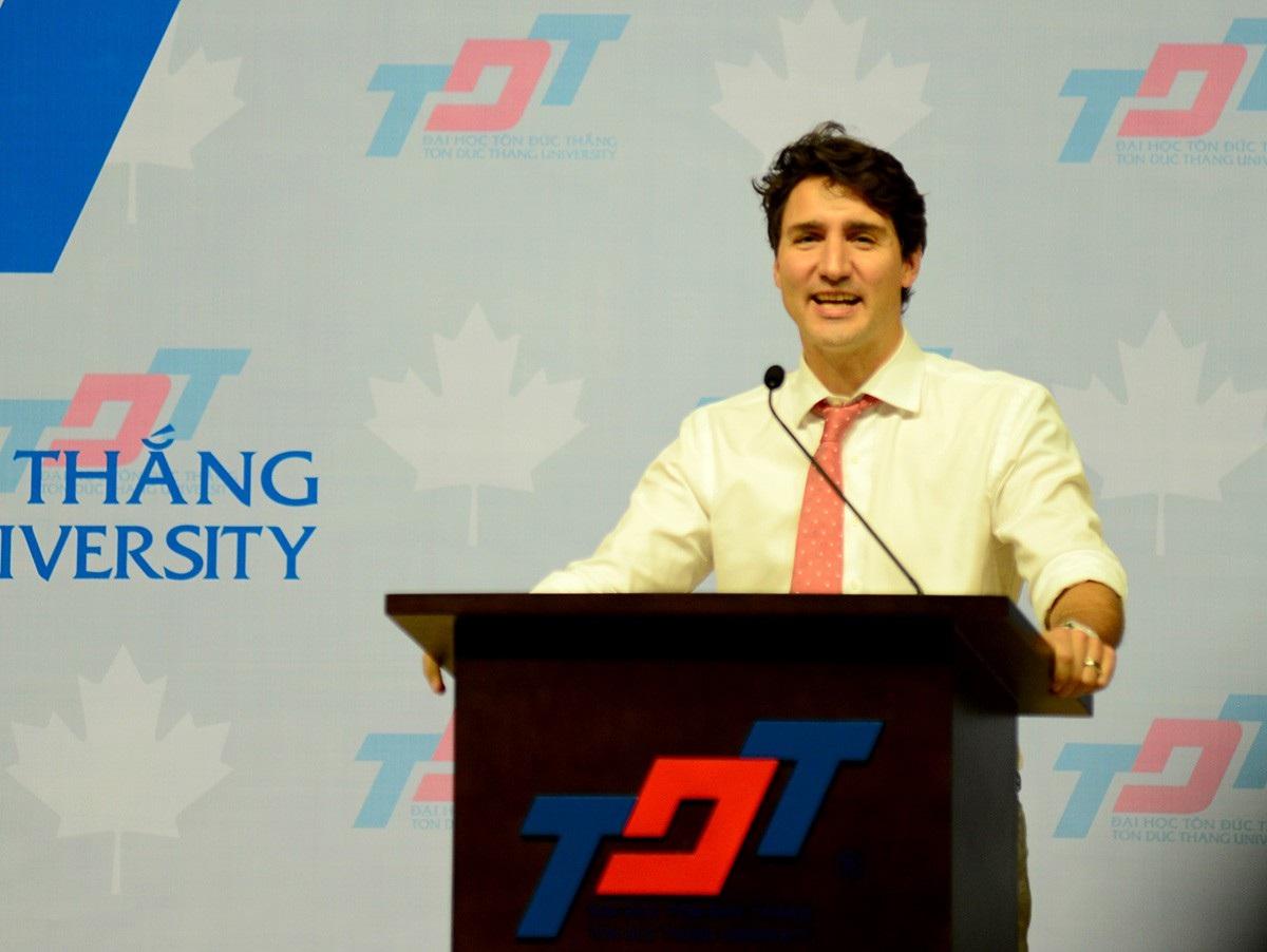 Thủ tướng Justin cũng dành nhiều nhắn nhủ cho giới hệ trẻ nỗ lực học tập để mang đến những điều tốt đẹp ở tương lai.