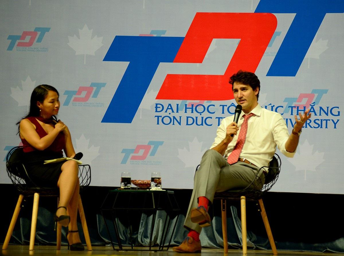 Nhiều câu hỏi mà vị Thủ tướng Canada trả lời được sinh viên đăng ký gửi từ trước