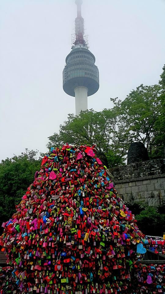 Tháp N Namsan được xem là điểm hẹn tình yêu của giới trẻ Hàn Quốc. Ảnh: Liên Ngân.