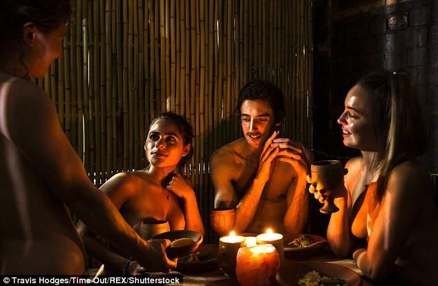 Trước đó nhà hàng khỏa thân Bunyadi ở London từng chứng kiến lượng khách tăng đột biến nhờ cách thức kinh doanh đặc biệt
