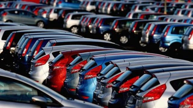 Trong khi ô tô trong nước tồn kho và tiêu thụ có chiều hướng giảm thì xe nhập khẩu vẫn tăng mạnh.