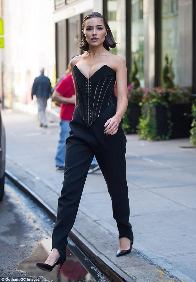 Cựu hoa hậu hoàn vũ Olivia Culpo sexy tới dự LHP Chelsea ở Manhattan ngày 18/10 vừa qua
