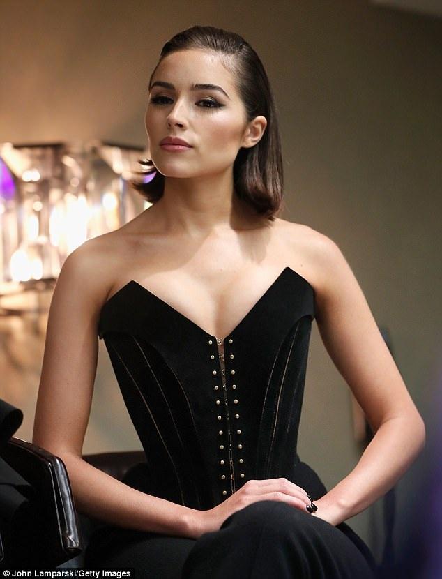 Olivia Culpo hiện rất thành công trong vai trò NTK thời trang và MC