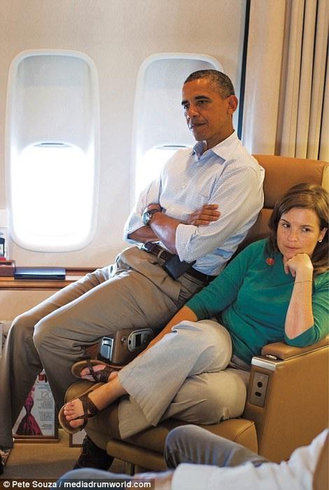 Trong cuốn tự truyện, cựu Phó Chánh Văn phòng Nhà Trắng Alyssa cũng tiết lộ về việc từng được ông Obama làm mối khi ông phát hiện ra nhân viên của Thượng nghị sĩ Tom Harkin đang chú ý đến cô. Chính cựu Tổng thống là người đã thúc giục Alyssa chủ động làm quen với người đàn ông này.