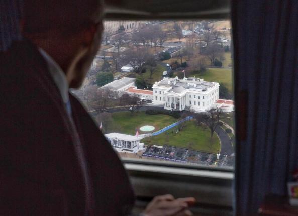 Tổng thống mãn nhiệm Obama từ biệt Nhà Trắng từ trên trực thăng. (Ảnh: Pete Souza)