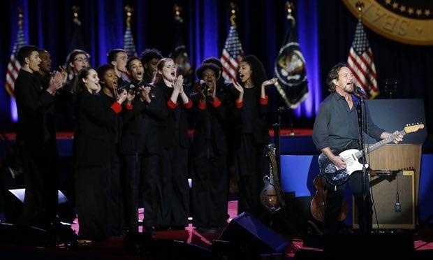 Các nghệ sĩ trình diễn trước bài phát biểu của ông Obama (Ảnh: AP)