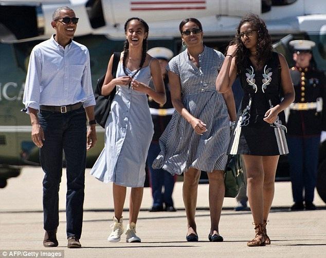 Tổng thống Barack Obama cùng vợ và 2 con gái (Ảnh: AFP)