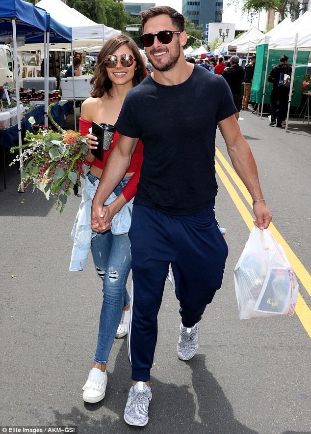 Cựu hoa hậu hoàn vũ Olivia Culpo hạnh phúc cùng bạn trai - ngôi sao bóng chày Danny Amendola đi mua sắm dịp cuối tuần