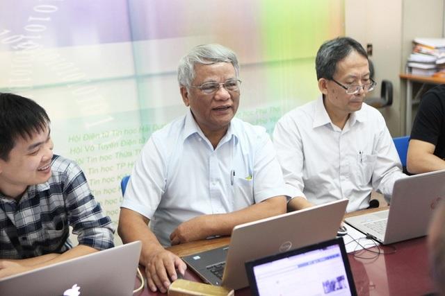 TS. Phùng Văn Ổn - Phó Chủ tịch Hội Tin học Việt Nam, một trong 53 gương mặt trí thức khoa học công nghệ tiêu biểu Hội ngành toàn quốc 2017...
