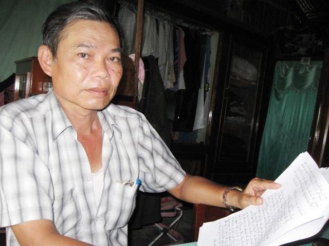 Ông Nguyễn Thành Em khi còn sống đi đòi đất.