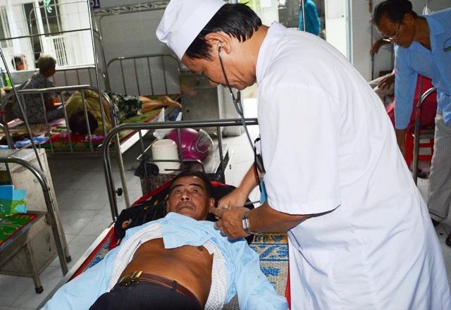 Ông Tình đang được kiểm tra sức khỏe tại Trung tâm Y tế huyện Châu Thành.