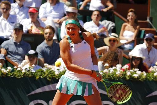 Tay vợt 20 tuổi người Lativa thi đấu mạnh mẽ, rất mạnh mẽ. Không có sự sợ hãi trong Ostapenko, bởi thế cô ghi nhiều điểm winner và cũng đánh hỏng nhiều (54-54)