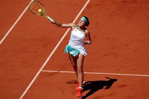 Một cú đáp trả của Ostapenko, tay vợt người Latvia không có dấu hiệu bị tâm lý ngay cả khi tựa lưng vào thất bại, cô chiến đấu đầy tự tin và mạnh mẽ