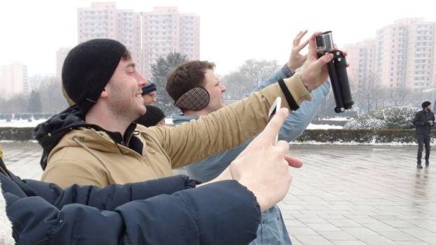 Trong chuyến đi này, Warmbier đã làm quen với nhiều người bạn, trong đó có Danny Gartton, người được xếp ở cùng phòng với anh trong chuyến du lịch Triều Tiên. (Ảnh: BBC)