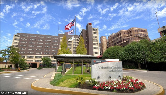 Warmbier được đưa về trung tâm y khoa Đại học Cincinnati. (Ảnh: Dailymail)