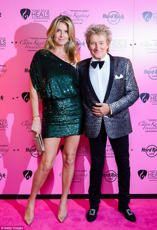 Người mẫu 46 tuổi Penny Lancaster cùng chồng Rod Stewart, 72 tuổi dự sự kiện gây quỹ từ thiện tại London ngày 14/10 vừa qua