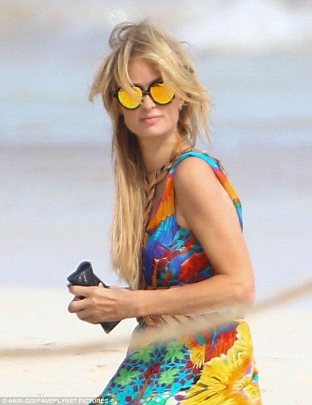 Paris Hilton hài lòng với cuộc sống độc thân, sang chảnh