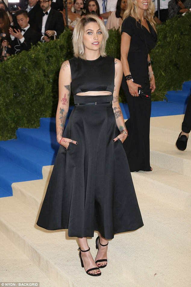 Paris Jackson đang nổi lên như biểu tượng thời trang mới của Mỹ. Mới đây cô đã ký hợp đồng quảng cáo triệu đô với hãng Calvin Klein