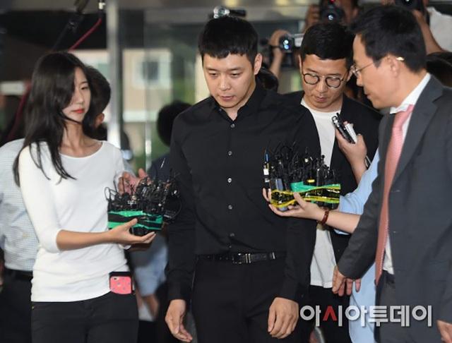 Park Yoochun đã thua kiện cô gái tên B này khi tố cô B cung cấp thông tin không chính xác để vu khống và làm tổn hại danh dự của anh.