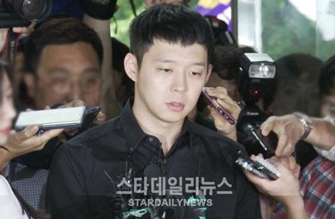 Park Yoochun vẫn chưa thoát khỏi hệ lụy từ scandal cưỡng dâm năm 2016.