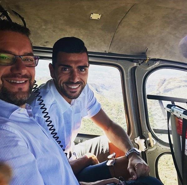 Pelle trên một chuyến trực thăng trong kỳ nghỉ dưỡng của mình.