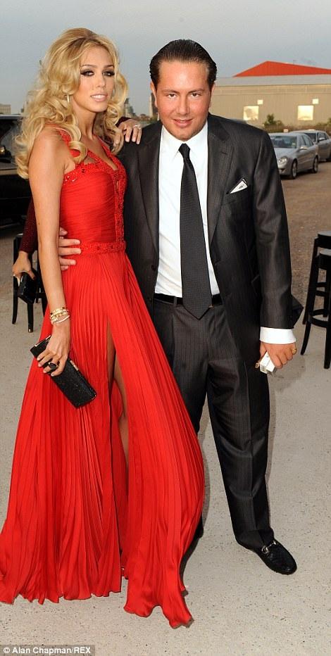 Con gái tỷ phú F1 Petra Ecclestone và chồng James Stunt đã chia tay sau 6 năm chung sống và có với nhau 3 mặt con