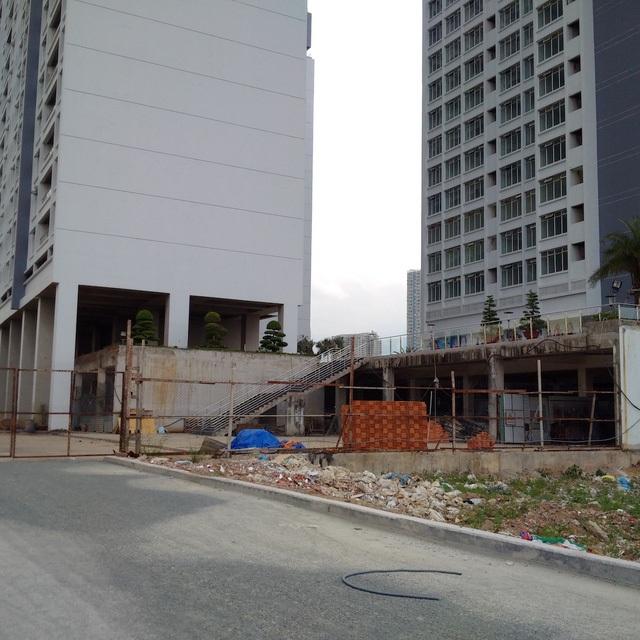 Khách hàng mua nhà tại dự án PetroVietnam Landmark (quận 2) do PVC Land làm chủ đầu tư đang hết sức lo lắng (ảnh: Công Quang)