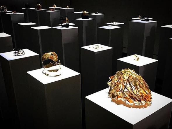 Phòng trưng bày các tác phẩm vương miện quý giá