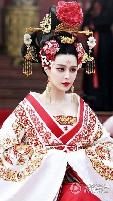 Phạm Băng Băng cũng từng thể hiện thành công nhân vật Võ Tắc Thiên trong bộ phim truyền hình cùng tên vào năm 2015.