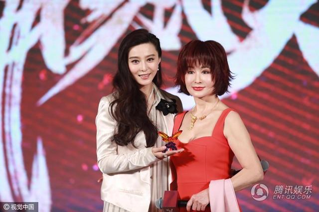 Ngôi sao họ Phạm thừa nhận, khi còn nhỏ, cô là fan của Phan Nghinh Tử và không bỏ lỡ bất kỳ bộ phim nào mà bà góp mặt. Giờ đây, khi được đưng chung sân khấu và hợp tác cùng nhau trong một tác phẩm truyền hình, Phạm Băng Băng thực sự rất hạnh phúc.