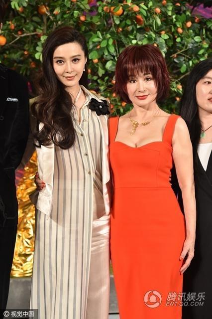 Phạm Băng Băng và Phan Nghinh Tử là khách mời tại một sự kiện Bắc Kinh, Trung Quốc, ngày 8/1. Hai ngôi sao thuộc hai thế hệ với nhau có dịp đọ sắc.