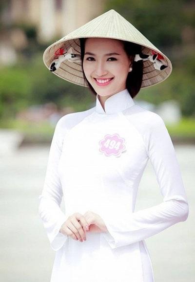 Phạm Mỹ Linh, ứng cử viên nặng ký của danh hiệu Hoa hậu phải cay đắng dừng bước vì bị tố cáo phẫu thuật thẩm mỹ.
