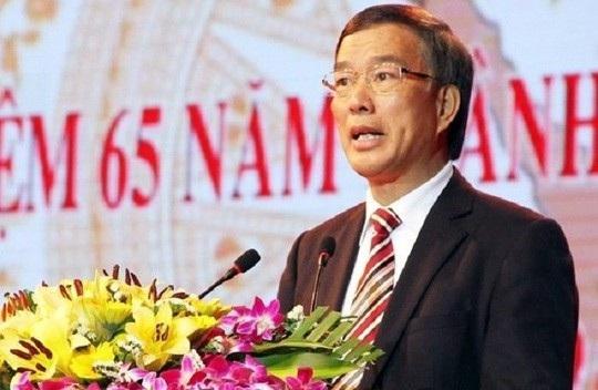 Nguyên Bí thư tỉnh uỷ Vĩnh Phúc Phạm Văn Vọng nhận quyết định kỷ luật của Đảng.